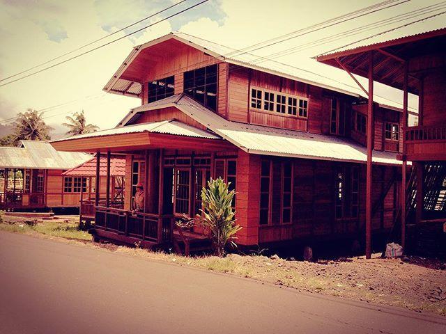 #nature #architecture #woodenhouse #minahasa #woloan #tomohon #northsulawesi #procamapp #maxcurve #iphoneography