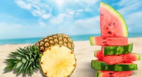 De nombreux aliments, riches en eau, sont recommandés si vous êtes dans une démarche d'amincissement ou simplement si vous souhaitez maintenir votre ligne et rester en forme. Les plus connus et les moins caloriques étant la pastèque et l'ananas avec respectivement 31...