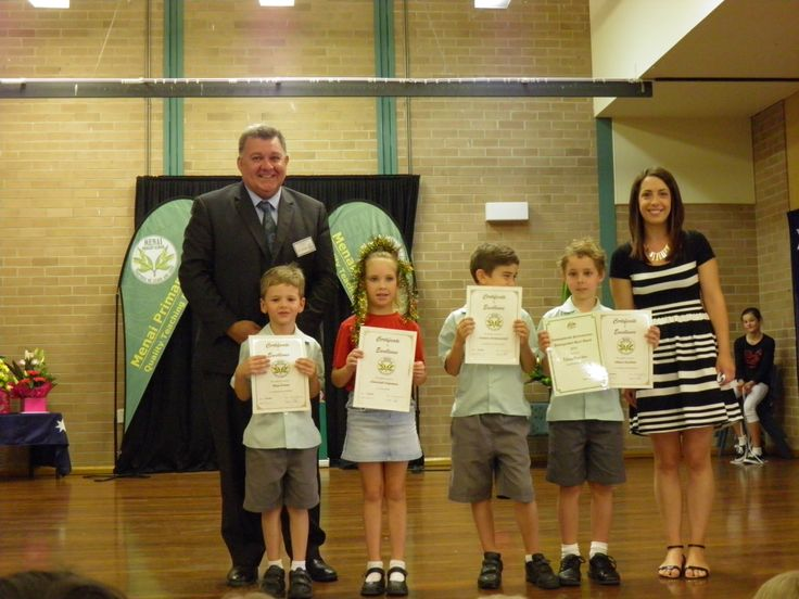 Menai Primary School Class Hunter award recipients with class teacher Miss Dunn and Mr Craig Kelly Federal Member of Parliament for Hughes (Menai).