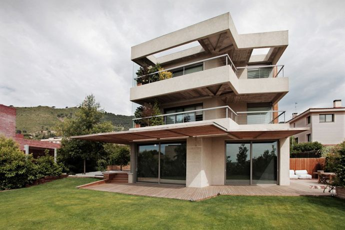 Imposing House Pedralbes by BCarquitectos, Barcelona, Spain