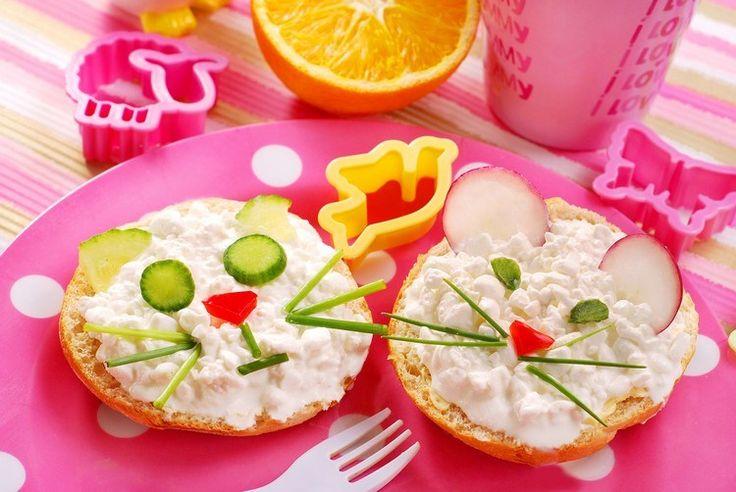 recette sandwich facile et originale : tranches de pain grillées ornées de…