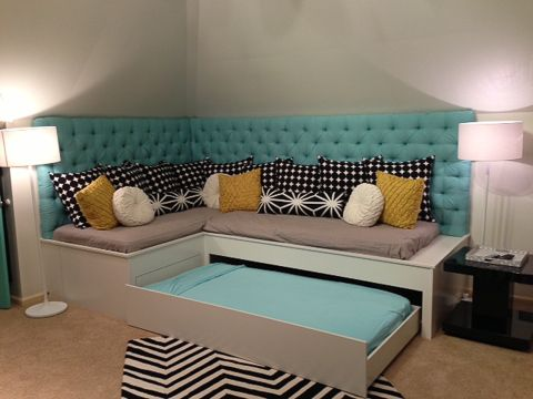 Best 25 playroom seating ideas on pinterest playroom for Extra bedroom ideas