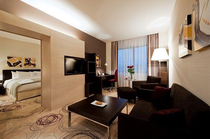 DoubleTree by HILTON Kosice. A DoubleTree by Hilton Szálloda Kassán található, vendégeit ötcsillagos szolgáltatásokkal várja, standard és deluxe szobákkal, apartmanokkal.