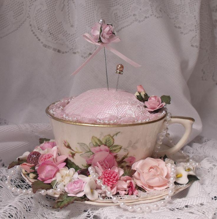 Bobbij's Gallery: tea-cup pincushion