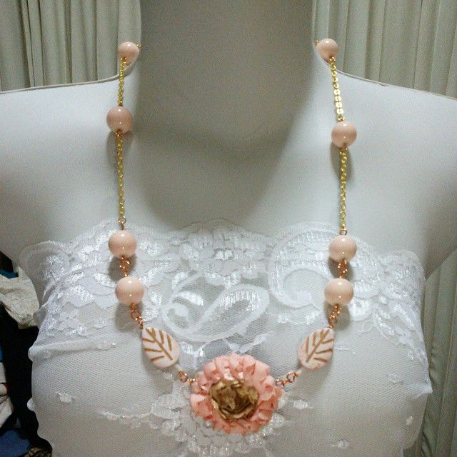 vintage style month! So chic! Rp. 115ooo tidak termasuk ongkir Beads plastik, applique (pelapisan dilakukan dg jahit tangan ya), wire, resin #kalung #necklace #peach #peachy #perhiasan #jewelry #forsell #jual #jualan #jualbeli #jualansis #jualankaka #woman #wanita #wanitakarir #ibuibu #cewek #accessories #aksesoris #shippingworldwide #handmadeaccessories #fashion #fashionista #handmade #handmadenecklace #statementnecklace #vintage #chic