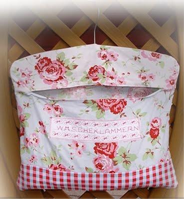 MartinaH Design: A clothespin bag! :-)