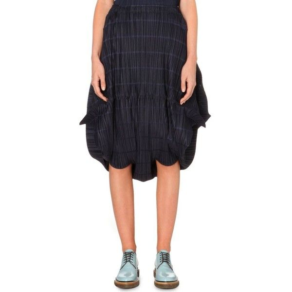 PLEATS PLEASE ISSEY MIYAKE Pleated hareem trousers ($600) ❤ liked on Polyvore featuring pants, capris, navy, elastic waist pants, navy crop pants, high rise pants, navy pants and cropped trousers