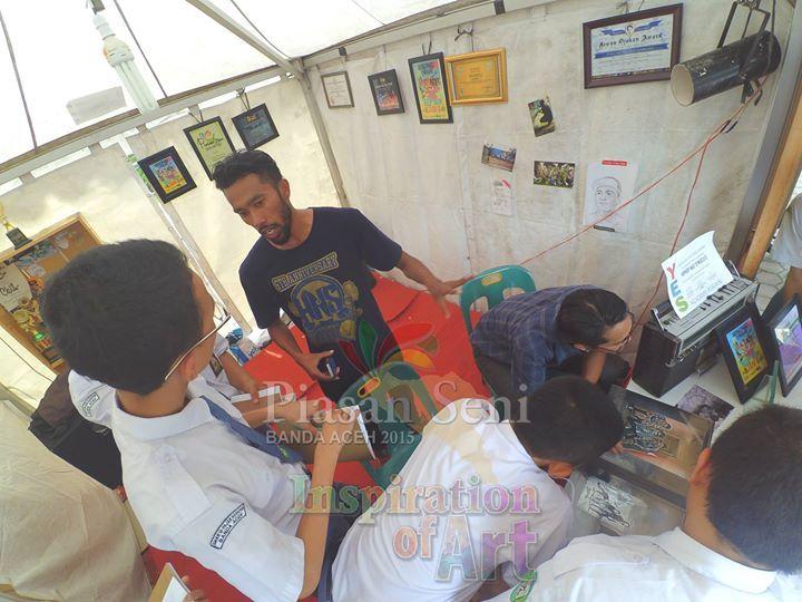 Komunitas Hip-Hop Banda Aceh mendapat tamu para siswa sekolah #piasanseni - Piasan Seni Banda Aceh 2015 http://on.fb.me/1ifHj8G Get more on Piasan Seni Facebook FanPage http://on.fb.me/1FMuKqO ============== OFFICIAL UPDATES ABOUT PIASAN SENI BANDA ACEH 2015 ------------------------ www.piasanseni.org info@piasanseni.org (mail) @piasanseni (twitter/Instagram/tumblr/Pinterest) 58780415  C002DE7E3 (BBM) Piasan Seni Banda Aceh 2015 (http://bit.ly/1F1xLsB : Facebook Page) or…
