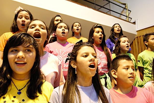 [Música ] .@CelebralaMusica El coro en ensayo(5) por .@EDWARDLORAM