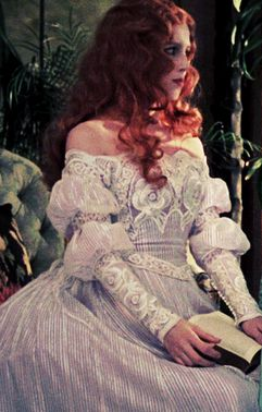 The fashion was ridiculous (I do mean that in the most fabulously good way)...the lace is stunning...