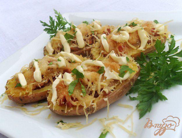 Картофель с колбасой, беконом и сыром