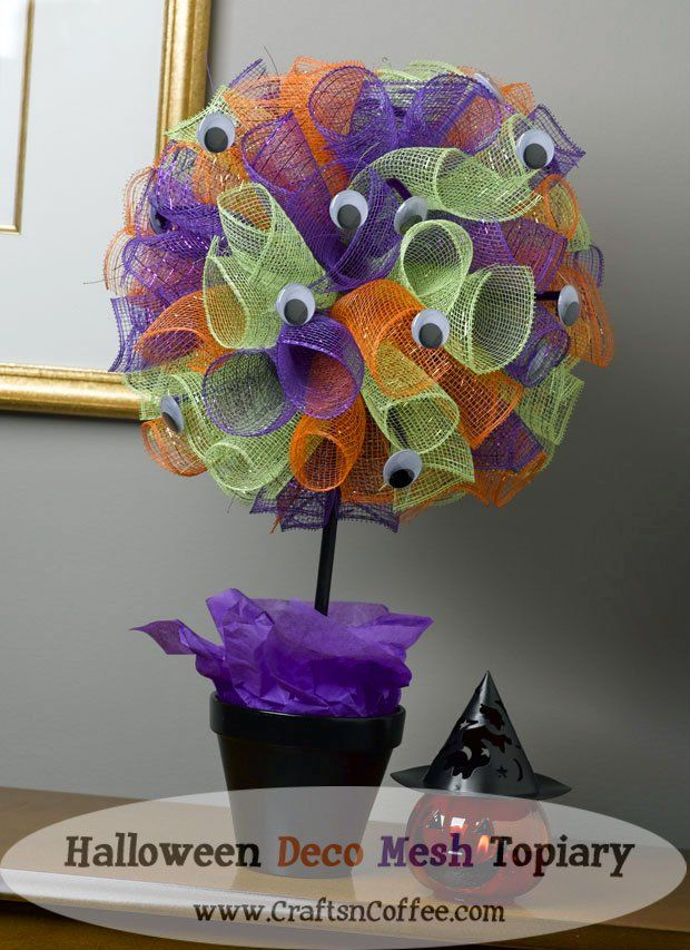 Love the wiggle eyes on this deco mesh topiary for Hallwoeen! This one is a really quick craft!
