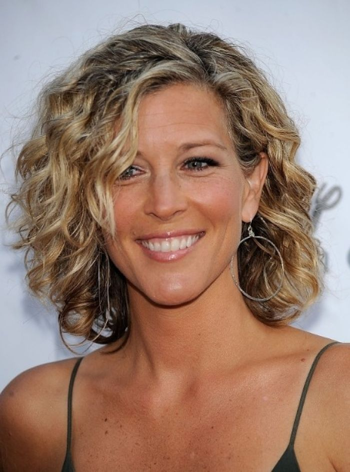 short hair styles older women 1000 ideas about curly medium hairstyles on 7661 | cfed9deedf751697808282cf62749301