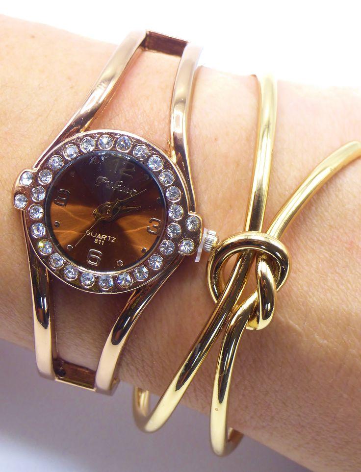 Montre femme N 5 Or Glamour  Tout en reflet Or cette Montre Bracelet Clic-Tendance deviendra votre accessoire de Mode par Excellence, Bracelet Or, Insert Cristal, et Cadran Brun produisant de jolis Reflet.    #montre #or #femme #mode #tendance #mode #clictendance