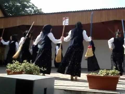 (3) Ifjúsági Tánccsoport Bakonyjákó - Boszitánc - YouTube