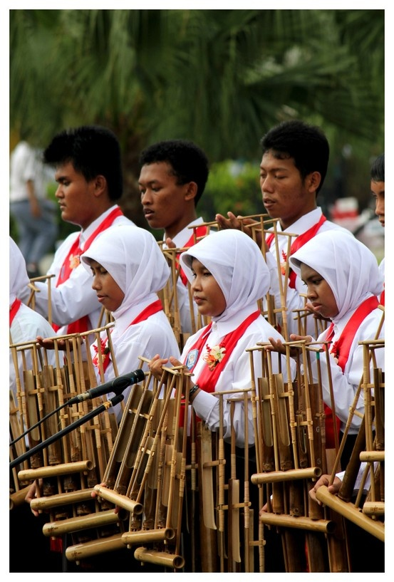 Difable children were performing Indonesian traditional music