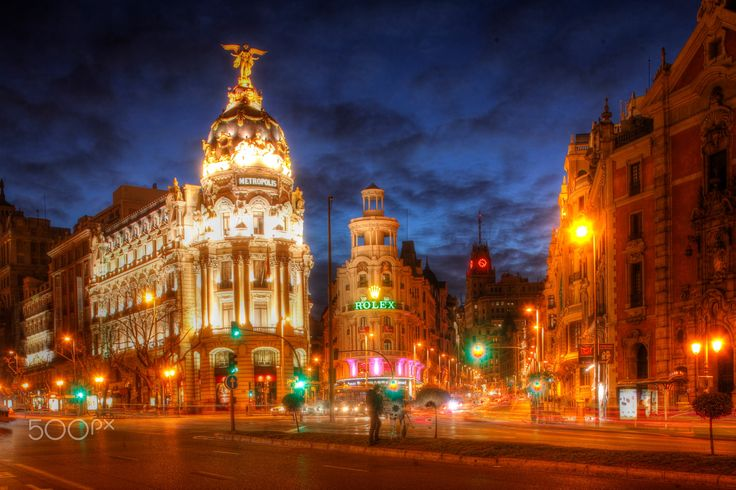 Gran Via and Hotel Metropolis - Gran Via and Hotel Metropolis at Dusk, Madrid, Spain    ISpanien, Madrid : Gran Via mit Hotel Metropolis