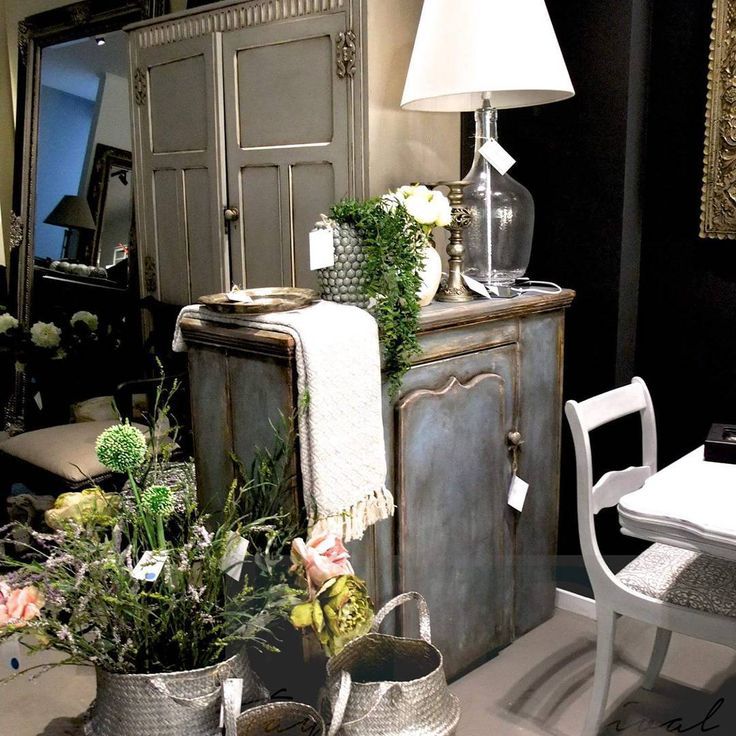 One of our favourite settings #chalkpaint #foryourhome #tayloredrevival #homedecor come and see us our new store in #howick