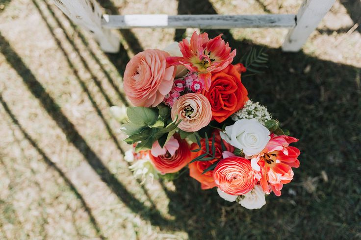 Centennial Park ceremony. Aisle flowers #roses #rannunculus #tulips #sweetwilliams # hellebores #springflowers #aisleflowers #orangeflowers #peachflowers #weddingceremony #ceremonystyling #freshflowers #rusticceremony