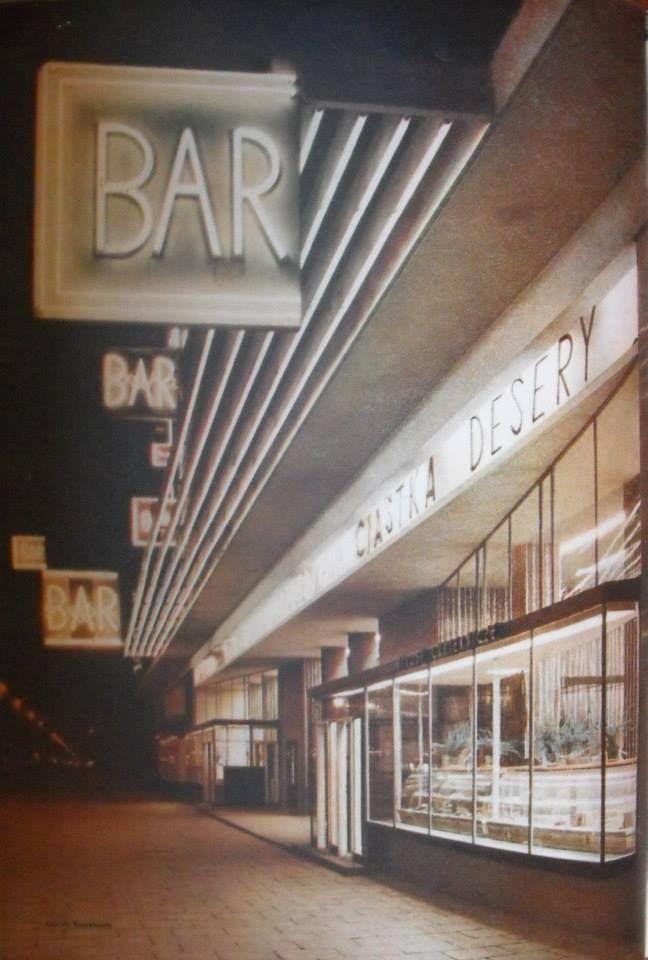 """Bar """"Praha"""" w Warszawie, fot. M. Kopydłowski, 1959 rok"""