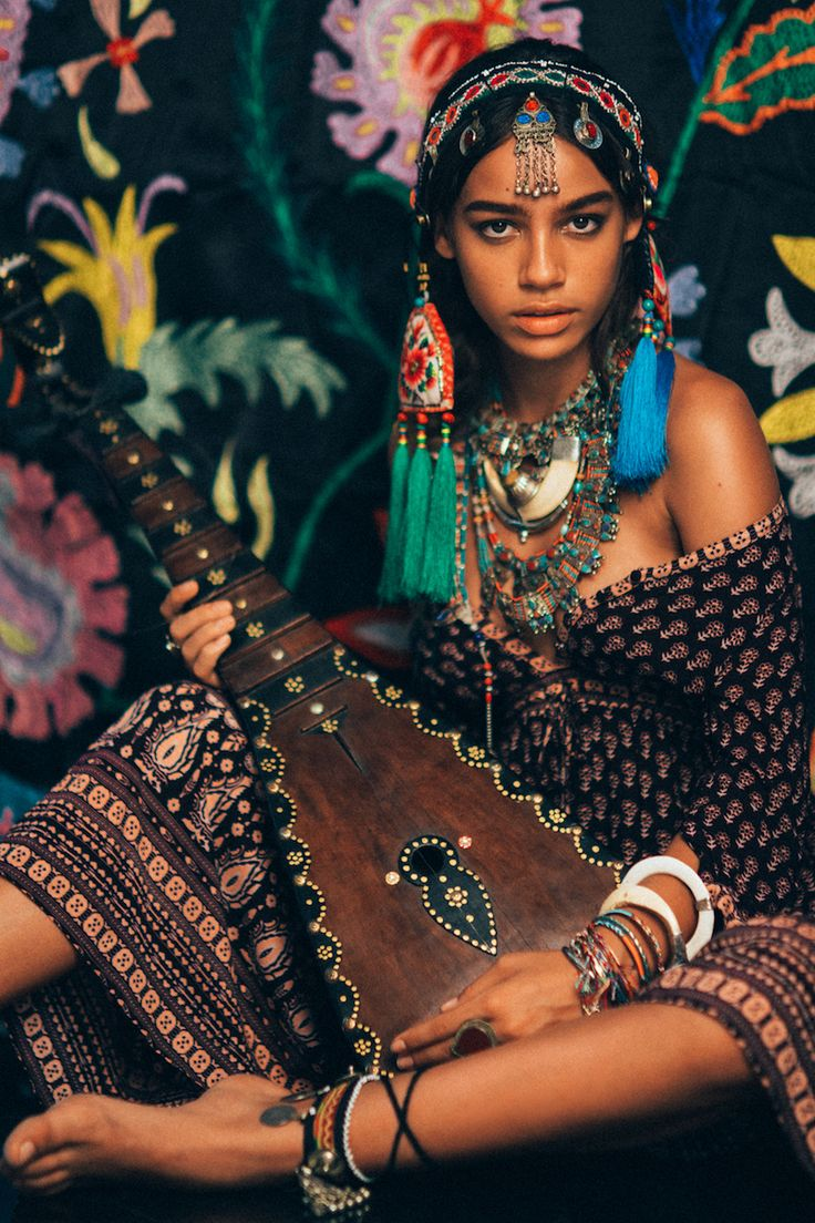 bohemiandiesel:      http://bohemiandiesel.com/photography/editorial/queen-of-egypt-zahara-davis-by-nicoline-malina-patricia