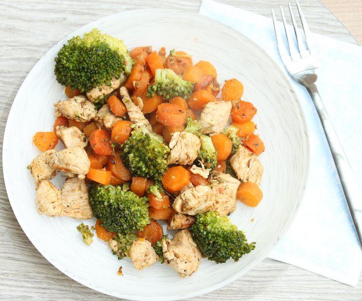 Groenteschotel met kip > kipfilet, broccoli, wortelen, bosui, knoflook, gember, garam massala