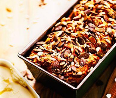 Recept: Dinkelbröd med frukt och nötter