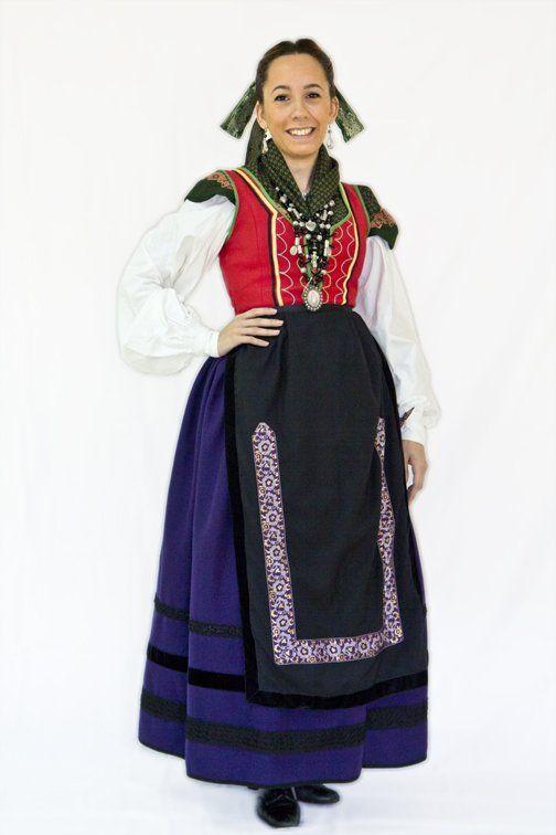Trajes Femeninos | Vestuario | Estampas Burgalesas | Asociación de Danzas