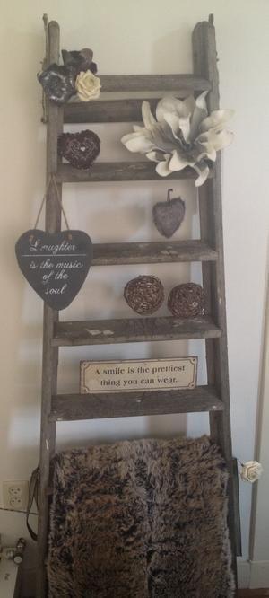 Bekijk de foto van sonja_alfring met als titel Een oude ladder gekocht bij een brocantewinkel en leuk 'aangekleed'. en andere inspirerende plaatjes op Welke.nl.