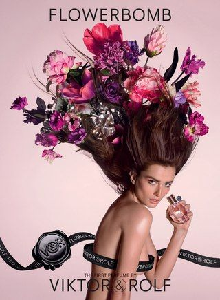 Victor&Rolf представил новый визуальный образ легендарного женского аромата Flowerbomb. В главной роли - могущественная богиня цветов. Ее лицо - современный и свободный женственный образ, а волосы - роскошные цветочные всполохи. Композиция цветочного букета отражает силу, а его оттенки варьируются от розоватого, бледно-лилового и цвета фуксии до более темных и насыщенных тонов малины, сливы, вина и черной орхидеи.  Визуальный образ рождает почти физическое ощущение изысканного цветочного…