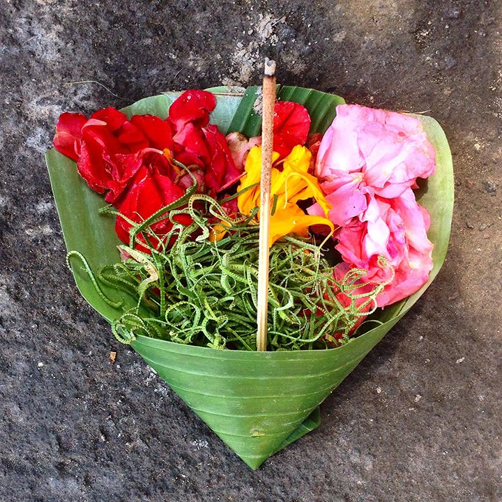 Beautiful Balinese offering. I love Bali so much! Photography by Esther Sanchez