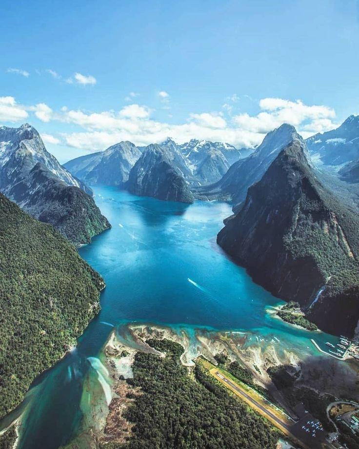 Milford Sound, New Zealand, the 8th wonder of the world @craigjcampbell. #milfordsound #fiordland_NZ