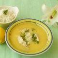 """Esta Sopa Griega de Limón, conocida como """"Avgolémono"""", lleva arroz y pollo desmenuzado y tiene una textura cremosa deliciosa! El avgolémono es el nombre en griego para la mezcla de huevo con limón que se utiliza en salsas y sopas mediterráneas."""