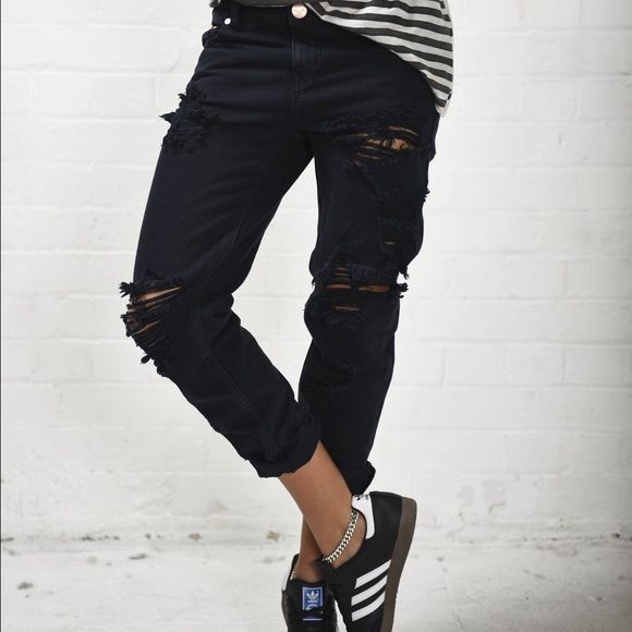 ✨FINAL PRICE. One Teaspoon Awesome Baggies *Reposhing. Purchased these great one teaspoon awesome baggies black boyfriend jeans- they just don't fit! Size 29, lightly worn (not by me). fit true to size. One Teaspoon Jeans Boyfriend