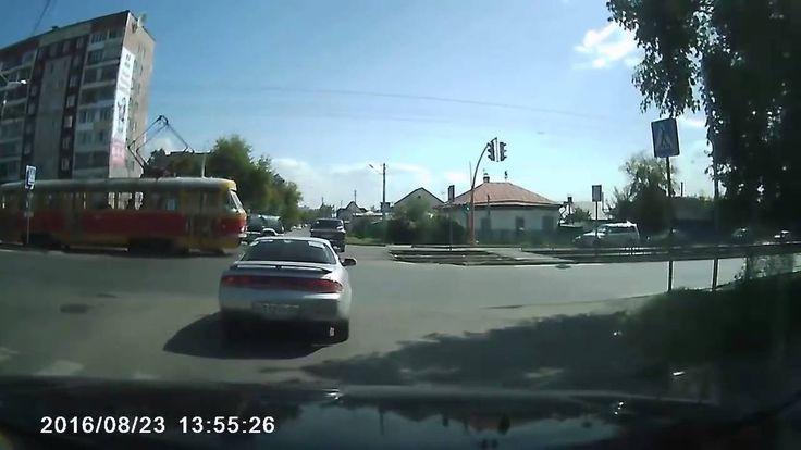 Авария в Барнауле Трамвай и Тойота
