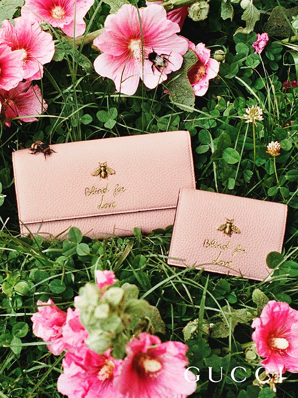 Discover more gifts from the Gucci Garden by Alessandro Michele. Wallets embossed with Blind for Love and finished with gold metal bees by Alessandro Michele.