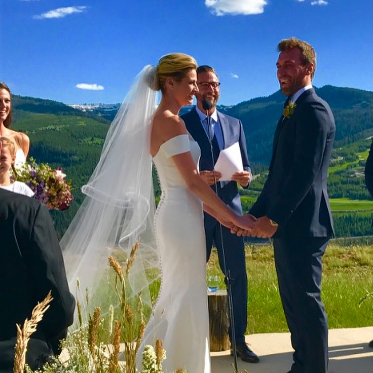 Erin Andrews and Jarret Stoll got married at a picturesque wedding ceremony in Montana - https://www.loudread.com/erin-andrews-jarret-stoll-got-married-picturesque-wedding-ceremony-montana/