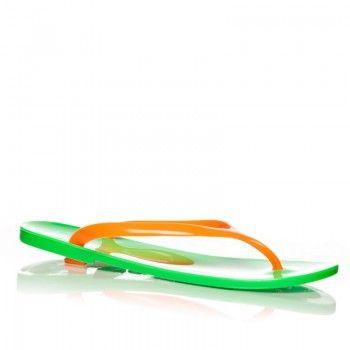 Acesti papuci se potrivesc vara aceasta, gratie combinatiei indraznete de culori, si anume : verde si orange. Sunt usori si comozi, bucurandu-va picioarele.