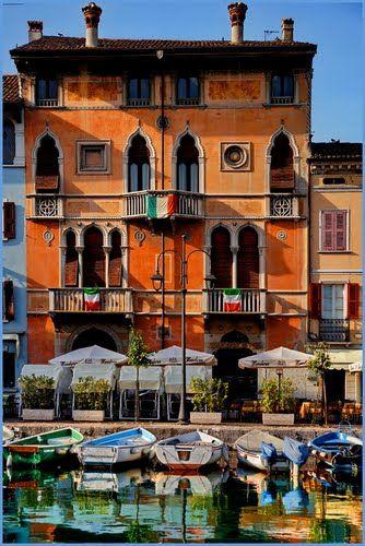 Belles façades à Desenzano, Lac de Garde