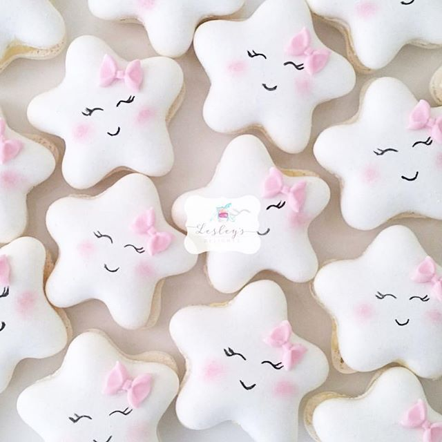 Twinkle ✨ little star macarons by @lesleysdelights #macaronslady #star #macaronstagram #sydney #australia #cute #pastel #pastelcollection #pink #bow
