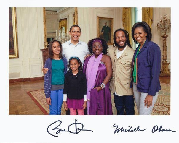 Rita And Ziggy Marley Poses With The Obama Family In The