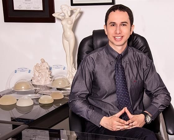 Wilman Gutiérrez González  Cirujano plástico. http://wilmangutierrez.com/