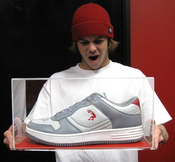 An actual size Shaquille O'Neal autographed shoe | Believe it or ...