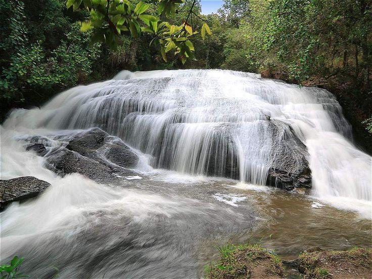Tres caídas de agua embellecen a La Periquera en Villa de Leyva. El sonido de la caída de agua llama la atención de los visitantes.
