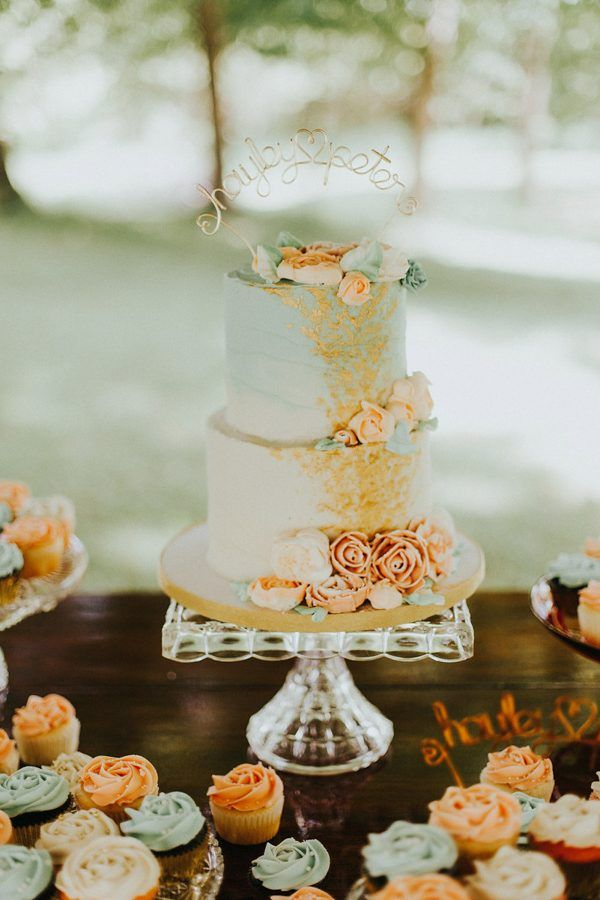 Pretty coral and mint wedding cake | Image by Katelyn Shanice Photography