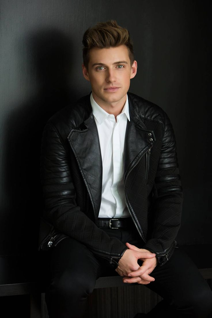 Meet: #BehindtheDesign expert Jeremiah Brent! Perhaps you recognize Jeremiah from his stint on the Rachel Zoe Project or his more recent hosting gig on the OWN show, Home Made Simple, but he has been an artist and creator from the get-go. Head of a design firm specializing in hospitality, commercial and residential interiors, this self-taught pro has a thing for breaking the rules when it comes to design, and he's all about introducing you to what's new and exciting.