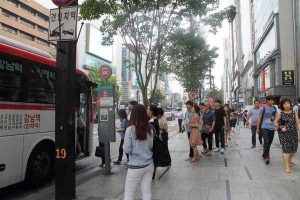 Au sein de cet article, nous vous faisons découvrir comment prendre les métros et les bus simplement à Séoul avec quelques astuces pour se simplifier la vie