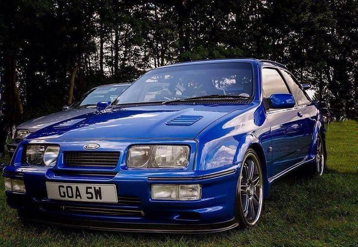 Ford Sierra Cosworth TwinTurbo in UK Great Britain optained a vehicle with classical distintion a version very partycullar nothing as him better than him nothing.