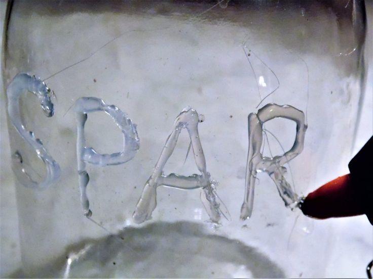 Eine Spardose zum Selbermachen aus Glas mit 3D-Schrift