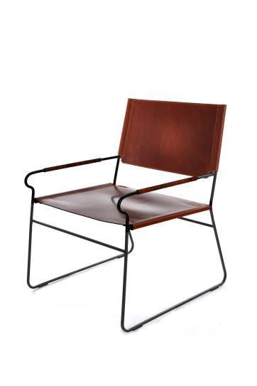 NEXT REST En fåtölj i minimalistisk design från danska Ox Design. En svartlackerad stålkarm med sits och rygg av läder. Designad av Dennis Marquat. Mått: Höjd 72 cm, bredd 60 cm, djup 60 cm